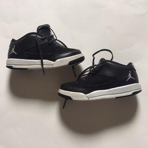 Jordan toddler boy black & white sneackers
